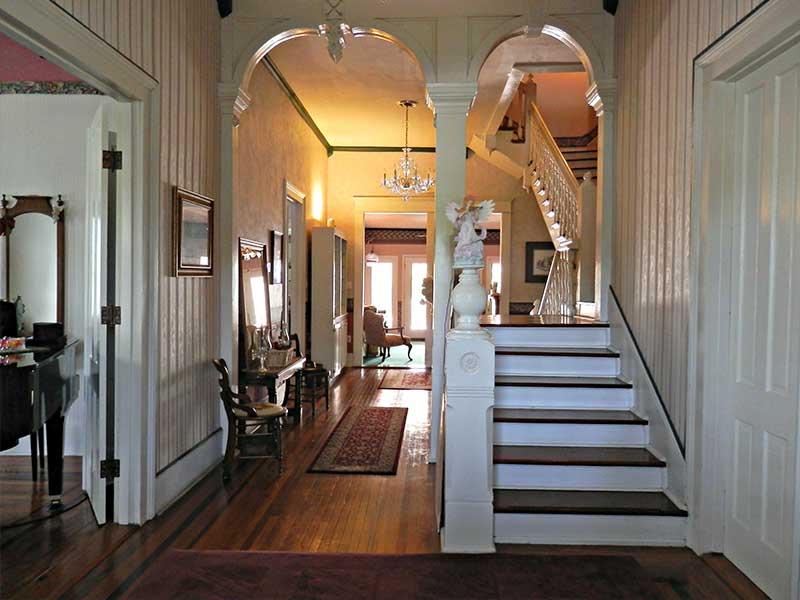 Hall Facing East | Americus Garden Inn Bed & Breakfast, Georgia